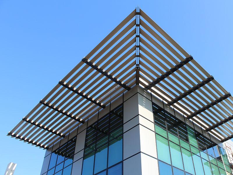 Edificio industriale con alluminio creato da Teken